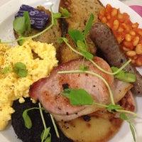 Снимок сделан в Broughton Delicatessen & Café пользователем Tee 10/27/2014