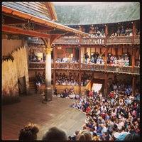 Das Foto wurde bei Shakespeare's Globe Theatre von Sarah O. am 6/30/2013 aufgenommen