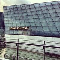 Foto scattata a Louis Vuitton Island Maison da Abs d. il 1/3/2013