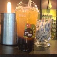 Снимок сделан в Tea Leaf Cafe пользователем Lindsey W. 6/3/2013