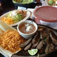รูปภาพถ่ายที่ Iron Cactus Mexican Restaurant and Margarita Bar โดย Sal D. เมื่อ 3/10/2013
