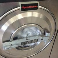 Foto scattata a Sudz Laundromat da Wilby U. il 4/8/2013