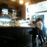 Foto diambil di Café Martinelli Midi oleh Marilia A. pada 10/16/2012