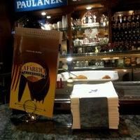Photo prise au La Fabrica Museo de La Cerveza par Monica D. le5/16/2013