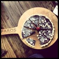 Das Foto wurde bei Faros Restaurant von Kenan A. am 6/23/2013 aufgenommen