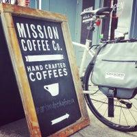 Foto tomada en Mission Coffee Co. por Duane M. el 7/1/2013