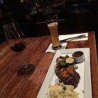 Foto tirada no(a) Bluegrass Bar & Grill por Sari A. em 10/30/2018