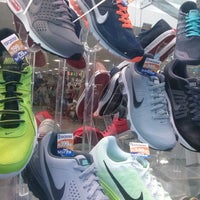 30330c5ef ... Foto tirada no(a) Esposende Calçados por Rodrigo S. em 12/14 ...