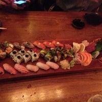 Photo prise au Blue Ribbon Sushi Bar & Grill par Jody B. le11/29/2012