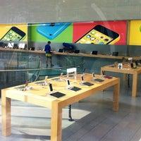 รูปภาพถ่ายที่ Apple Omotesando โดย Cliff C. เมื่อ 6/10/2014