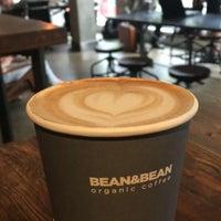 Photo prise au Bean & Bean Organic Coffee par Monica B. le5/13/2016