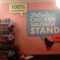 Foto tomada en Delia's Chicken Sausage Stand por L. L. el 10/24/2012