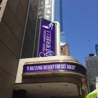 Foto diambil di Broadway Theatre oleh Sherry T. pada 8/14/2013