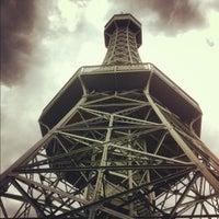 9/13/2012 tarihinde Den K.ziyaretçi tarafından Petřínská rozhledna | Petřín Lookout Tower'de çekilen fotoğraf