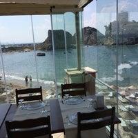 Foto diambil di İyot Restaurant oleh Bugra B. pada 7/20/2014