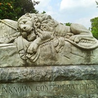 Das Foto wurde bei Oakland Cemetery von Paige H. am 6/8/2013 aufgenommen