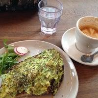 Photo prise au Toby's Estate Coffee par Lauren B. le3/14/2015