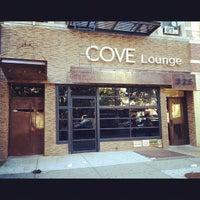 Das Foto wurde bei Cove Lounge von HarlemGal -. am 9/29/2012 aufgenommen