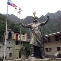 Foto tomada en Plaza de Armas de Aguas Calientes por Bobby el 10/26/2012