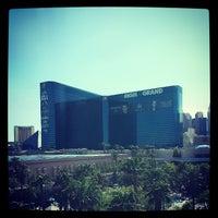 รูปภาพถ่ายที่ MGM Grand Pool โดย Mark S. เมื่อ 7/30/2013