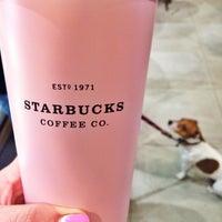 Снимок сделан в Starbucks пользователем Anna Q. 3/7/2015