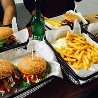 รูปภาพถ่ายที่ Beef Brothers โดย Starbats เมื่อ 9/28/2015