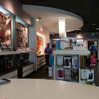 Das Foto wurde bei AT&T von Rami A. am 6/19/2014 aufgenommen