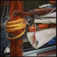 5/19/2013 tarihinde Jeff G.ziyaretçi tarafından Center for Wooden Boats'de çekilen fotoğraf