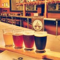 Foto tomada en Grand River Brewery por Kerry C. el 7/14/2013