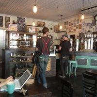 Das Foto wurde bei Dun-Well Doughnuts von sharilyn am 9/28/2012 aufgenommen