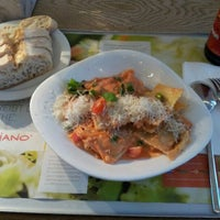 Foto tirada no(a) Vapiano por Jay D. em 9/16/2012
