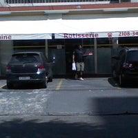 Foto scattata a Elaine Rotisserie e Restaurante da Elaine Rotisserie e Restaurante il 11/5/2014