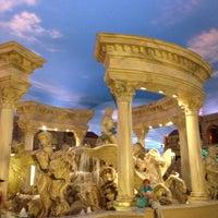 10/13/2012 tarihinde Steve S.ziyaretçi tarafından Festival Fountain - The Forum Shops at Caesars Palace'de çekilen fotoğraf