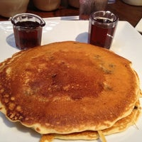 Снимок сделан в Mo's Restaurant пользователем Kate M. 12/1/2012