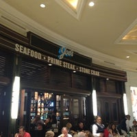 Foto scattata a Joe's Seafood, Prime Steak & Stone Crab da Zachary F. il 11/17/2012