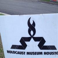 Foto scattata a Holocaust Museum Houston da John C. il 2/6/2012