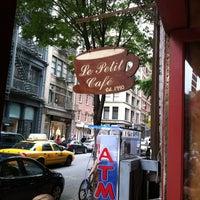 รูปภาพถ่ายที่ Le Petit Cafe โดย Ilektra C. เมื่อ 5/26/2012