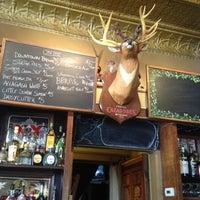 Foto scattata a Quenchers Saloon da Oliver R. il 4/26/2012