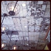 7/27/2012 tarihinde Vic C.ziyaretçi tarafından One Shot Cafe'de çekilen fotoğraf