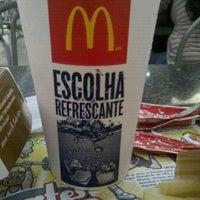 Foto tirada no(a) McDonald's por Alessandro B. em 7/15/2012