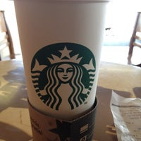 Foto tomada en Starbucks por Jose L G. el 4/11/2012