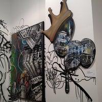 Foto tomada en Pop International Galleries por Andrea H. el 3/23/2012