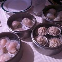 2/23/2012 tarihinde Kimberly Y.ziyaretçi tarafından The Palace Seafood & Dim Sum'de çekilen fotoğraf