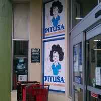 """รูปภาพถ่ายที่ Pitusa โดย WILFREDO """"WILO"""" R. เมื่อ 3/5/2012"""