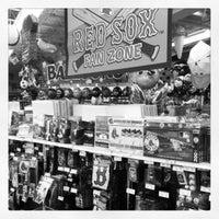 Снимок сделан в Party City пользователем Kristin B. 4/20/2012