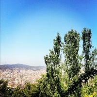 รูปภาพถ่ายที่ Jardins de Joan Brossa โดย Gilson G. เมื่อ 7/17/2012