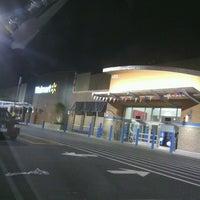 Das Foto wurde bei Walmart Supercenter von Cheryl R. am 7/30/2012 aufgenommen
