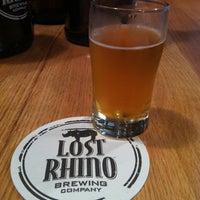 รูปภาพถ่ายที่ Lost Rhino Brewing Company โดย Jennifer K. เมื่อ 6/1/2012