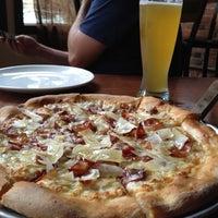 Foto tomada en Yellow Brick Pizza por Rebecca el 9/8/2012