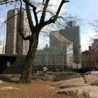 Photo prise au DeWitt Clinton Park par Shawn le3/17/2012